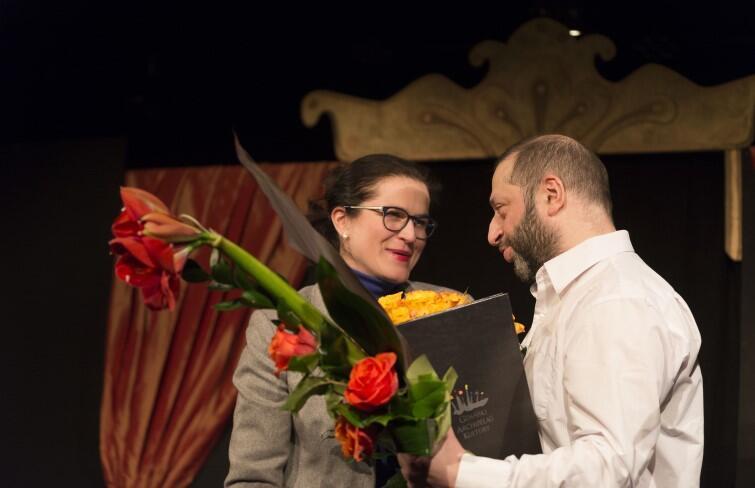 Nagrodę Prezydenta Gdańska w Dziedzinie Kultury jubilatowi wręczyła, pełniąca obowiązki prezydenta Gdańska, Aleksandra Dulkiewicz