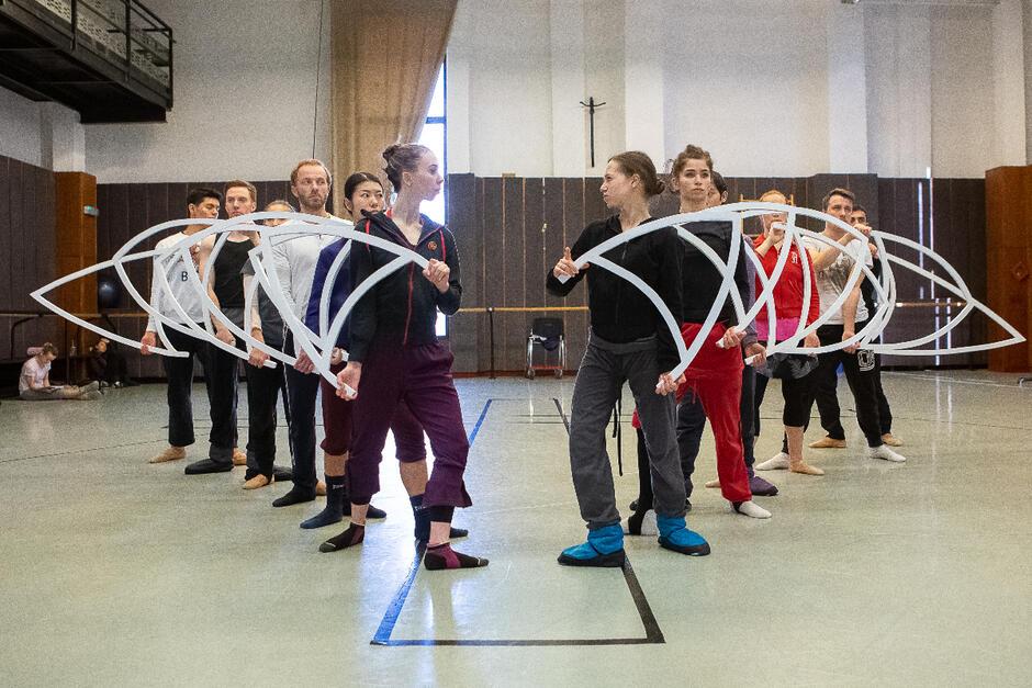 R. Wicza-Pokojski: - Czuliśmy z Izą [Sokołowską-Boulton] wielką potrzebę, żeby ten świat cały czas się przenikał i to jest rola dla naszych tancerzy