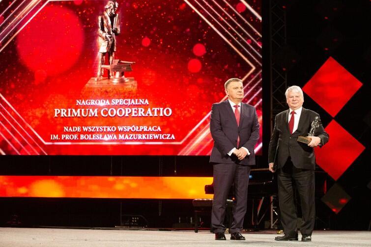Bogdan Borusewicz, wicemarszałek Senatu RP i prof. dr hab. inż. Kazimierz Darowicki, laureat nagrody Premium Cooperatio (Nade Wszystko Współpraca)