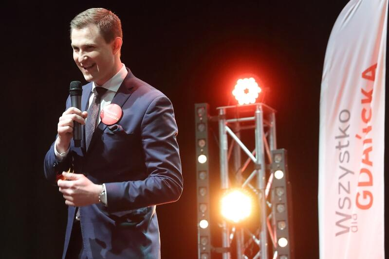 Przemawia Piotr Grzelak, zastępca prezydenta Gdańska i szef sztabu wyborczego Aleksandry Dulkiewicz