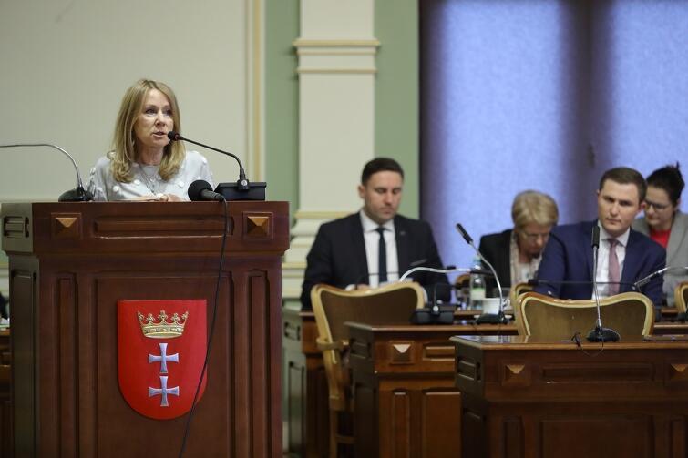 - Jesteśmy społeczeństwem, które potrafi zjednoczyć się w chwilach próby, dlatego dziś, jako Rada Miasta musimy zamknąć trudną dla nas sprawę ks. Henryka Jankowskiego, żeby nie dzielić ponownie społeczeństwa - mówiła przewodnicząca klubu Wszystko dla Gdańska Beata Dunajewska