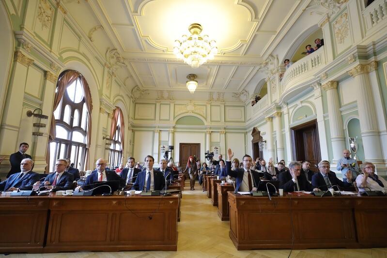 W czwartek gdańscy radni Koalicji Obywatelskiej i Wszystko dla Gdańska zdecydowali o odebraniu miejskich honorów ks. Henrykowi Jankowskiemu. Radni PiS nie wzięli udziału w głosowaniach
