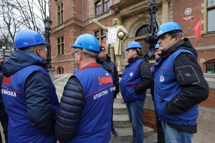 Sprzeciw wobec decyzji radnych dotyczących gdańskiego duchownego wyrazili członkowie 'Solidarności'