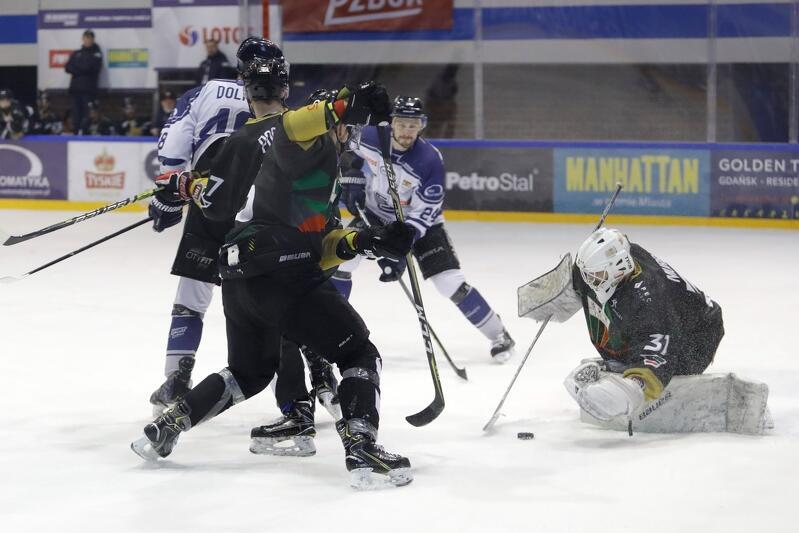 Hokeiści MH Automatyki Gdańsk byli bliscy sprawienia sensacji i wyeliminowania w ćwierćfinale Polska Hokej Ligi mistrzów Polski z GKS Tychy