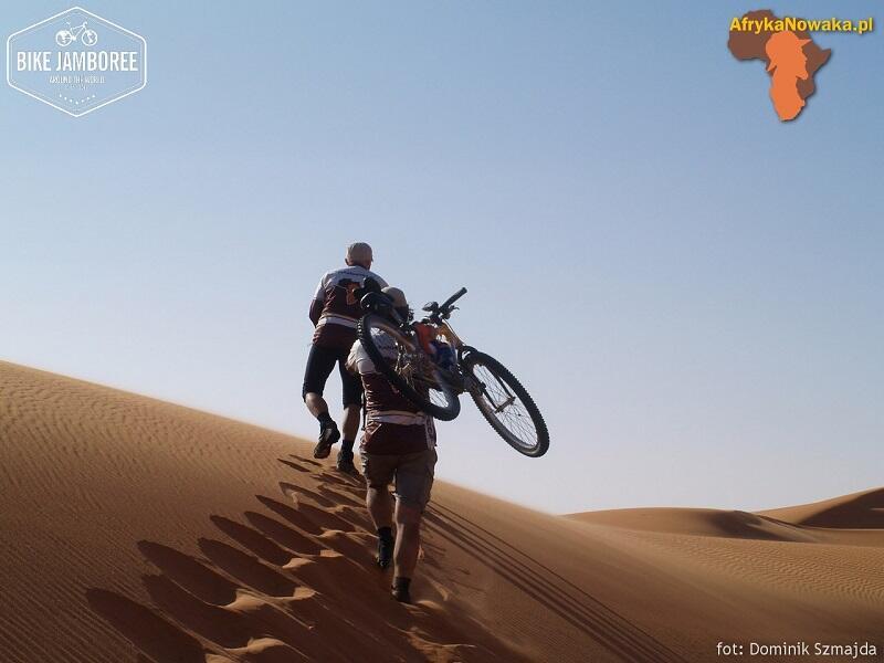 Rowerzyści Bike Jamboree w Libii