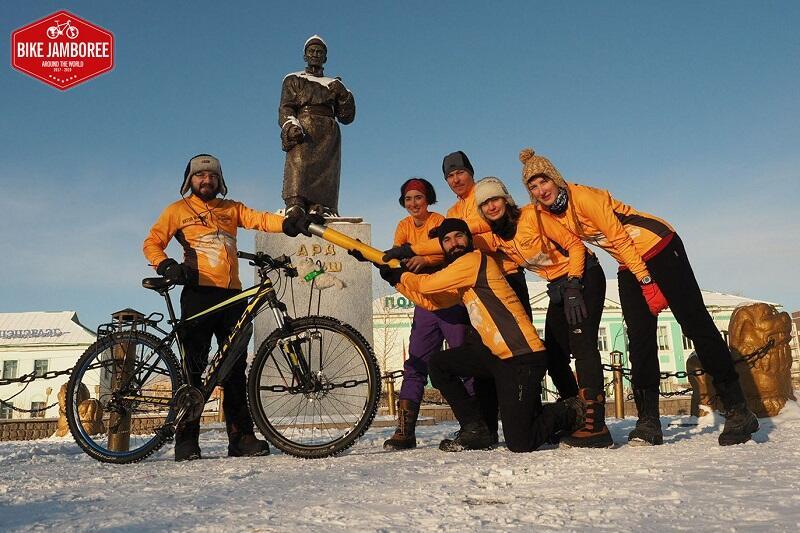 Artur Wysocki przekazuje pałeczkę kolejnej ekipie - Kobdo, Mongolia