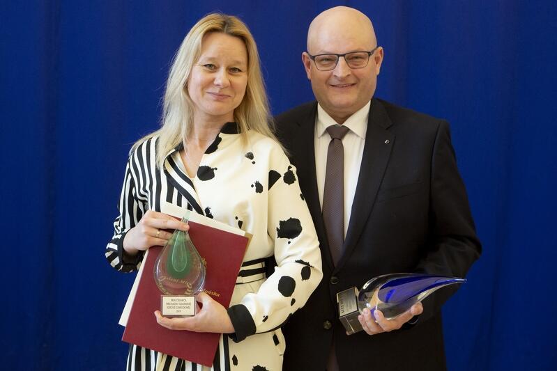 Nagroda GRAND PRIX – DUBIŃSKI Pracownia Stolarki Artystycznej, z prawej Radosław Dubiński, właściciel firmy