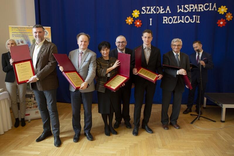 Przedstawiciele firm i instytucji wyróżnionych w ramach projektu Gdańsk Miastem Zawodowców – podniesienie jakości edukacji zawodowej