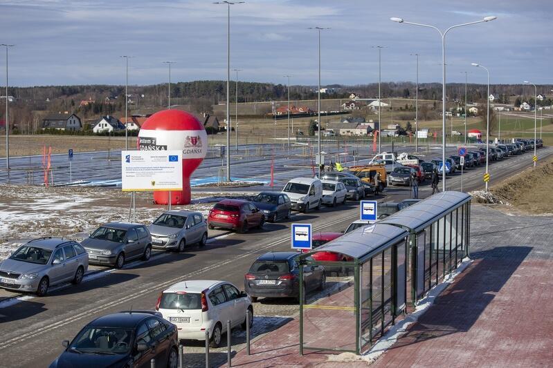 Otwarty parking przy PKM Rębiechowo