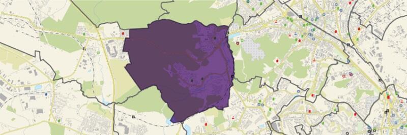 Dzielnica graniczy od północy z Oliwą i VII Dworem, od wschodu z Wrzeszczem Górnym, od południa z dzielnicą Piecki-Migowo i dzielnicą Jasień, a od zachodu z Matarnią
