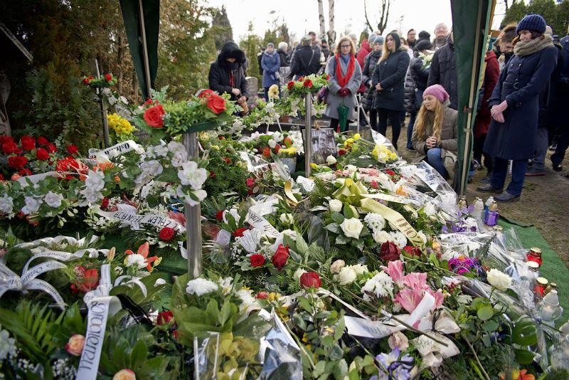 W ostatniej drodze zmarłemu towarzyszyło kilkaset osób