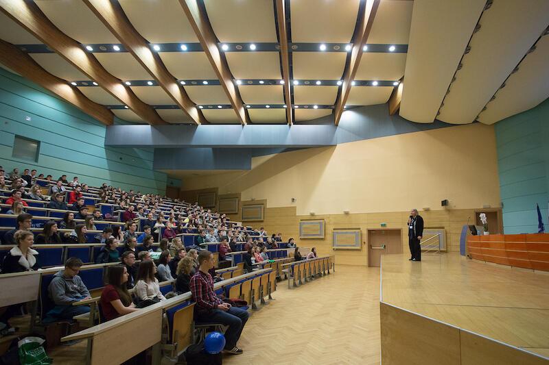 Jak przygotować się do egzaminu maturalnego z matematyki? - to jeden z wykładów, które poprowadzono podczas zeszłorocznych dni otwartych UG. Nz. Maria Pająk - Majewska.