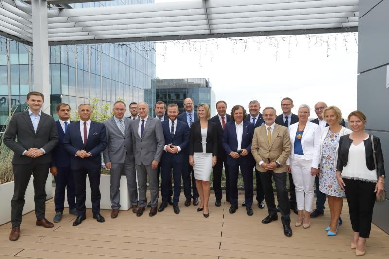 Partnerzy projektu SRM podpisali umowę z wykonawcą - spółką NB Tricity należącą do firmy Nextbike Polska