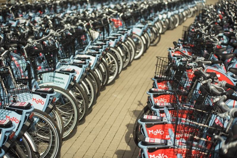 1224 rowery MEVO czekają pod Stadionem Energa Gdańsk na rozwiezienie do 14 miast i gmin projektu Systemu Roweru Metropolitalnego