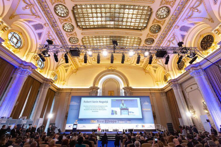 Pałac Parlamentu w Bukareszcie. Sala Alexandru I. Cuza, w której miała miejsce sesja otwierająca bukareszteński szczyt