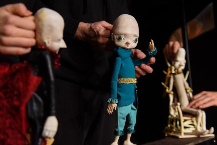 Karmazynowy kogut w Teatrze Miniatura to spektakl przeznaczony dla dzieci od 4. roku życia, ale spodoba się także starszym widzom