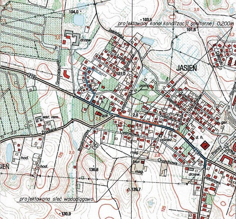 Mapka prac na Jasieniu. Na pomarańczowo zaznaczono przebieg budowanej kanalizacji sanitarnej, na niebiesko - wodociągu