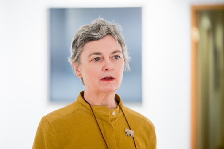 "Sian Bonnell - artystka, fotografka i kuratorka wystawy ""...on making"""
