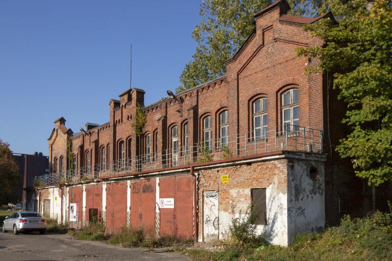 Dawna Remiza w dawnej Stoczni Cesarskiej w Gdańsku, widać dokładnie, która część została dobudowana po wojnie