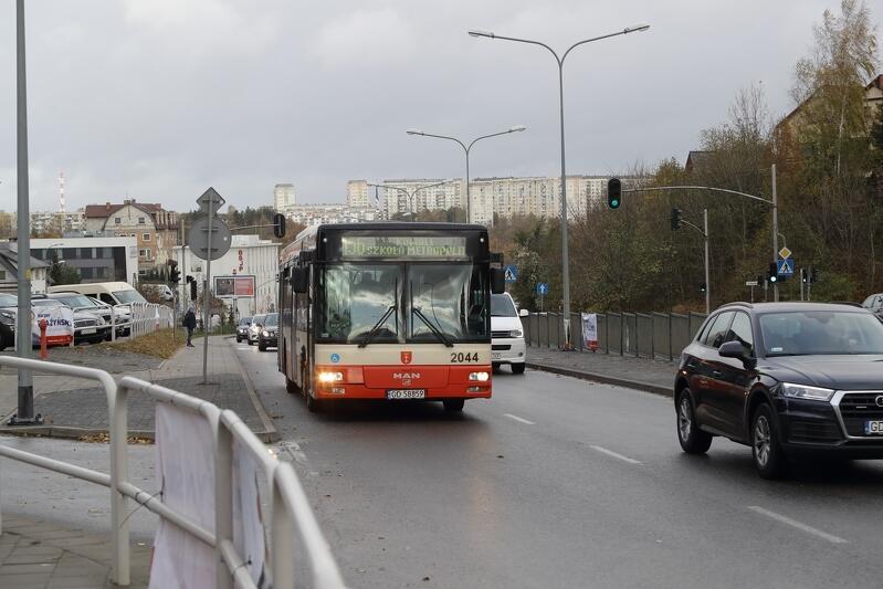 Korekty rozkładów jazdy wynikają z konieczności dostosowania ich do panujących warunków ruchu drogowego