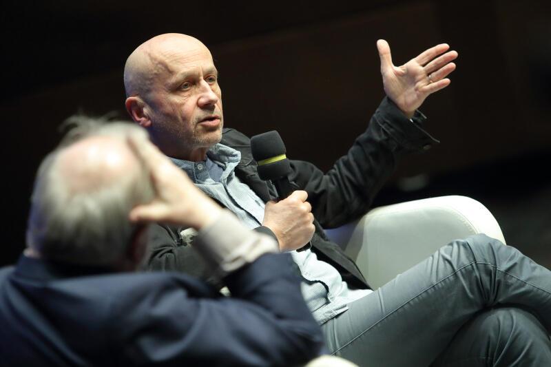 """... oraz Maciej Stasiński, dziennikarz GW i reporter, autor książki """"Diabeł umiera w Hawanie"""" z roku 2015 roku, który w latach 80. pracował jako korespondent hiszpańskiej prasy w Polsce"""