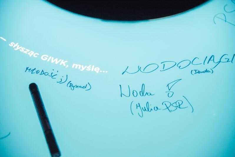 Tutaj każdy może wpisać swój autograf dla potomnych
