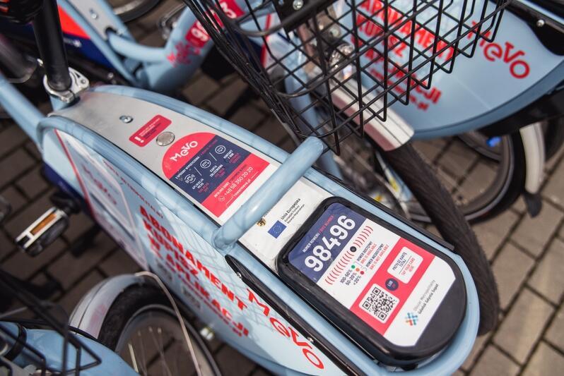 Z tyłu roweru MEVO znaleźć można wszystkie potrzebne do wypożyczenia informacje