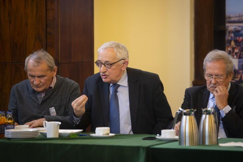 Od lewej: Henryk Wujec (jeden z czołowych działaczy opozycji w czasach PRL), Jerzy Osiatyński (minister finansów w rządzie Hanny Suchockiej), Janusz Steinhoff (minister gospodarki, wicepremier w rządzie Jerzego Buzka)