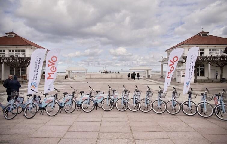 1200 rowerów MEVO od rana czekało na swoich pierwszych użytkowników na stacjach w: Gdańsku, Gdyni, Sopocie, Kartuzach, Pruszczu Gdańskim, Pucku, Redzie, Rumi, Sierakowicach, Somoninie, Stężycy, Tczewie, Władysławowie i Żukowie