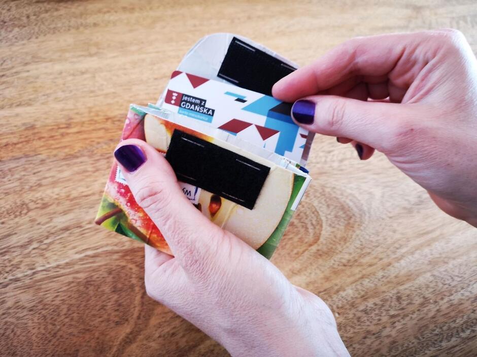Kartonu po soku nie warto wyrzucać do kosza na śmieci. Może się jeszcze przydać...