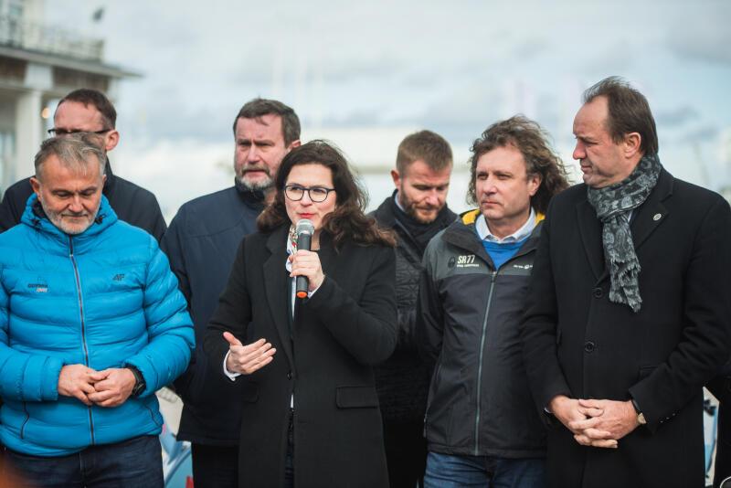 Od lewej: Wojciech Szczurek - wiceprezes zarządu Obszaru Metropolitalnego Gdańsk Gdynia Sopot, prezydent Gdyni; Aleksandra Dulkiewicz, prezes zarządu OM G-G-S, prezydent Gdańska; Jacek Karnowski, wiceprezes zarządu OM G-G-S, prezydent Sopotu