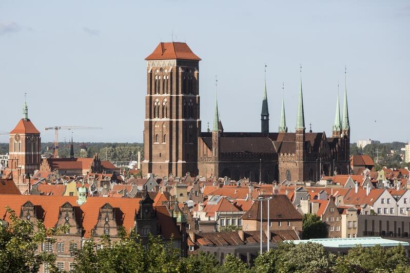 Bazylika Mariacka w Gdańsku, po lewej Kościół Św. Jana. Widok z Biskupiej Górki (ul. Biskupia)