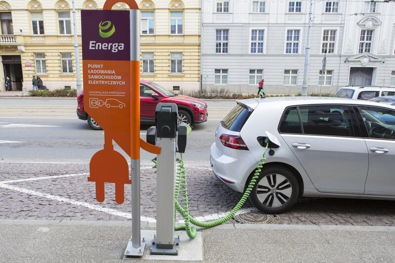 Grupa Energa ma w planie postawić 54 stacje ładowania samochodów elektrycznych do końca 2019 roku