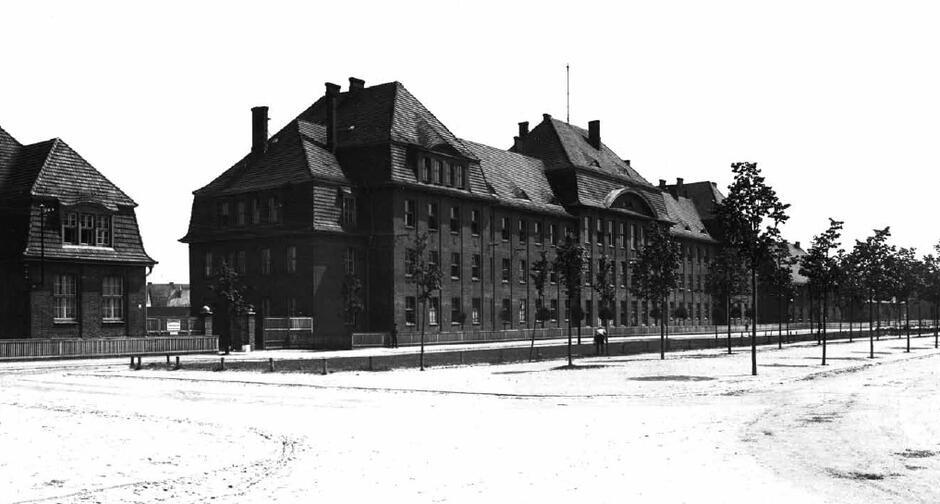 Budynek, w którym mieściła się szkoła policyjna, widok od Heeresanger; 1927