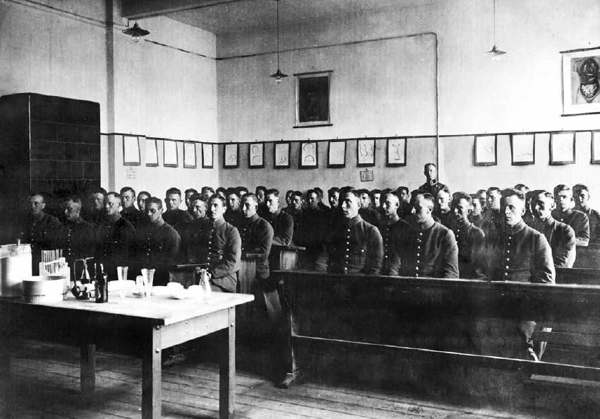 Jedna z sal, w których prowadzono zajęcia; 1927