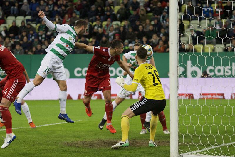 Michał Nalepa przymierza głową i strzela na 2:0