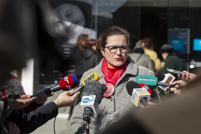 W piątek, 28 marca za pośrednictwem mediów, a 1 kwietnia listownie - Aleksandra Dulkiewicz apeluje do Dariusza Drelicha o cofnięcie zgody na organizację cyklicznych zgromadzeń NSZZ Solidarność na Placu Solidarności w Gdańsku