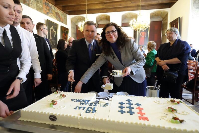 Radosnemu świętowaniu zawsze powinien towarzyszyć urodzinowy tort