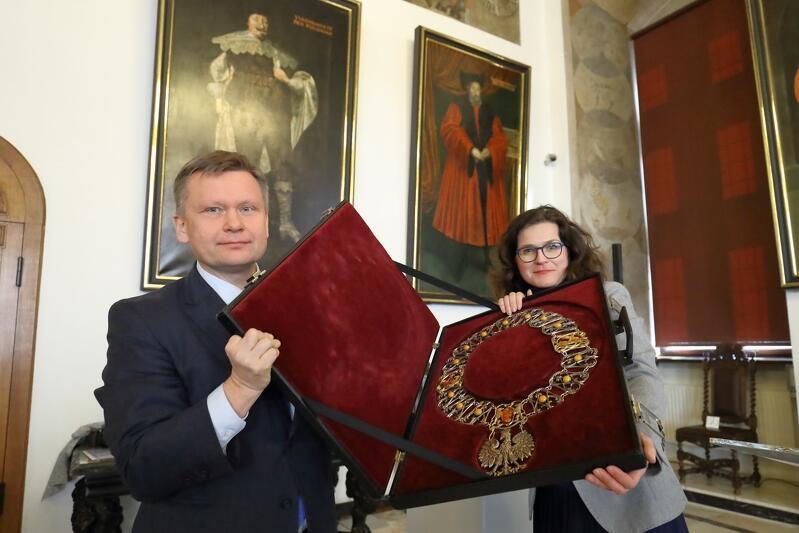 Gdańszczanie wielokrotnie widzieli Pawła Adamowicza w tym łańcuchu... W czerwcu br. symbol prezydenckiej władzy stanie się częścią wystawy stałej poświęconej zamordowanemu prezydentowi