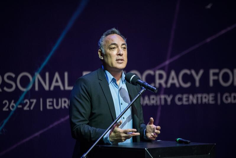 Andrew Rasiej podczas otwarcia ubiegłorocznego Personal Democracy Forum w Europejskim Centrum Solidarności