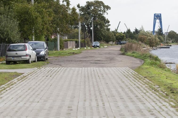 W ramach BO 2019 rozpoczął się kolejny etap układania płyt typu yomb na ul. Kutnowskiej w Krakowcu