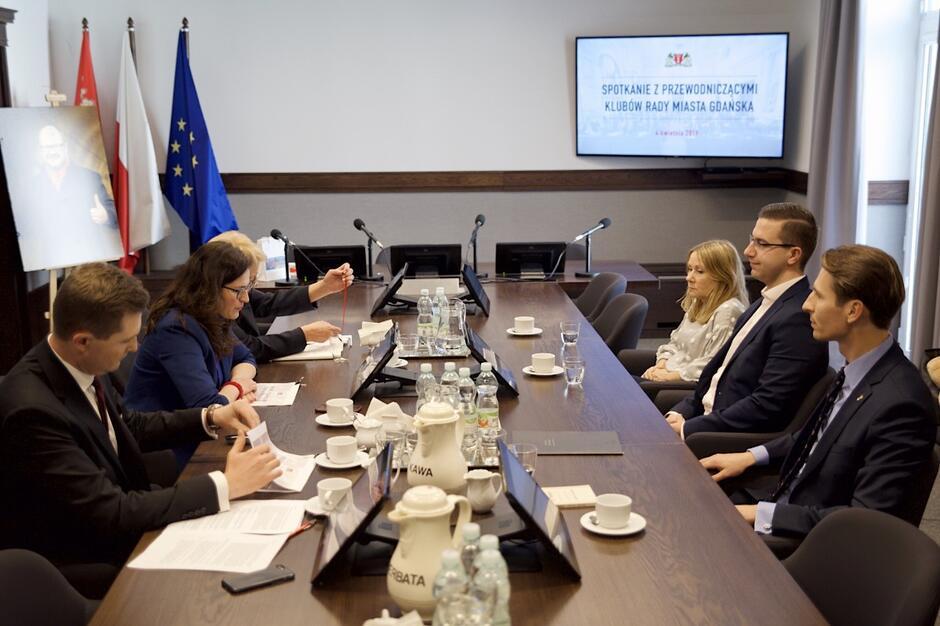 Spotkanie przy... owalnym stole odbyło się w gmachu gdańskiego magistratu