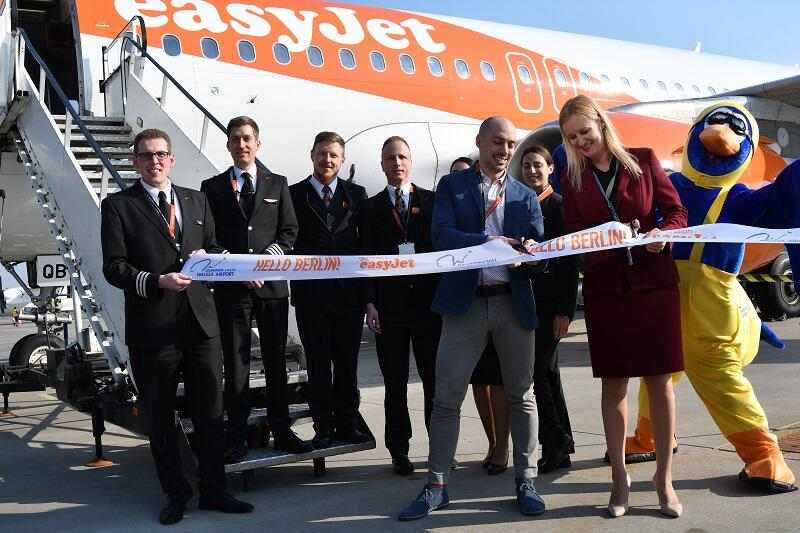 Wstęgę przecięli Iwona Tomczyńska kierownik Działu Analiz Ekonomicznych i Marketingu Portu Lotniczego Gdańsk i Andrea Filosa manager ds. Rozwoju w easyJet