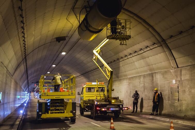 Jedna nitka tunelu jest zamknięta, ruch dwukierunkowy odbywa się drugą