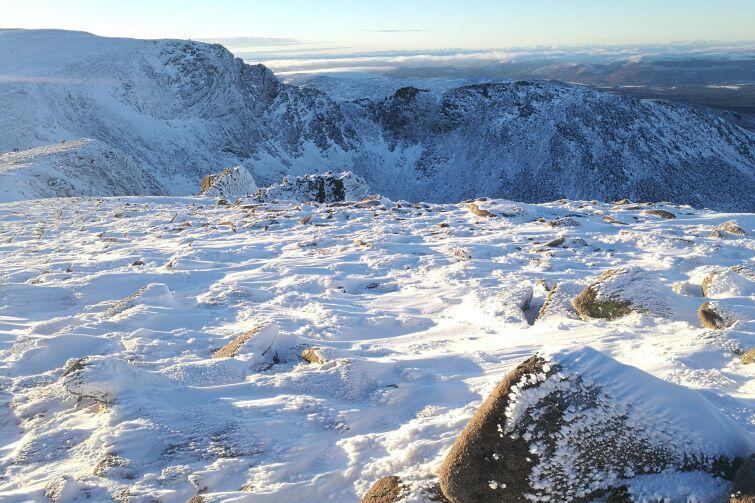 Wbrew pozorom w Szkocji znajdziemy także śnieg, czasami nawet w połączeniu z błękitnym niebem