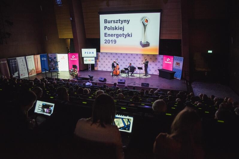 Ogólnopolski Szczyt Energetyczny w Gdańsku to konferencja dwudniowa, pierwszy dzień obrad zwieńczyła gala `Bursztynów`