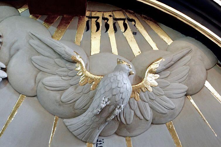 Wcześniejsza renowacja obejmowała prace rzeźbiarskie teraz wracają polichromia i złocenia