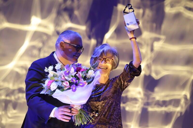 Małgorzata Łukasiewicz odbiera nagrodę za całokształt twórczości