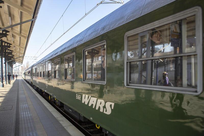 Wagon WARS oraz wagony 1 i 2 klasy zostały zbudowane w latach 70. i 80. XX wieku
