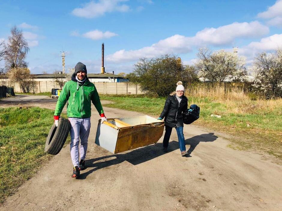Porzucone odpady wielkogabarytowe to duży problem Olszynki